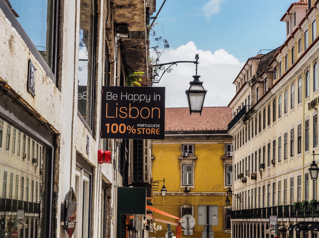 Be Happy in Lisbon sign above a Portuguese Store in Lisbon, Portugal | 3 Days in Lisbon Itinerary