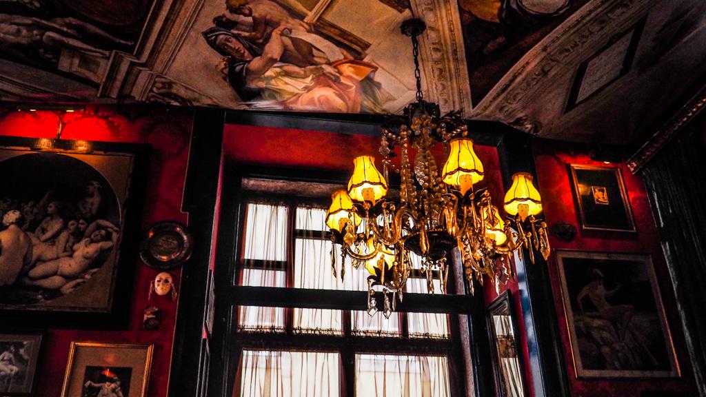 Pensão Amor Bar in Lisbon, Portugal | 3 Days in Lisbon Itinerary