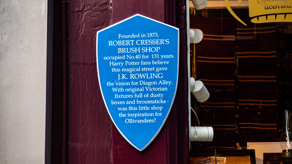 Plaque outside Museam Contexts' shop on Victoria Street, Diagon House in Edinburgh