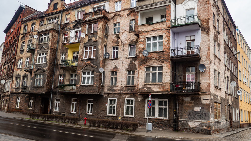 Hollywood Film Locations in Poland: The Pianist, Inland Empire, Bridge of Spies & More! | almostginger.com