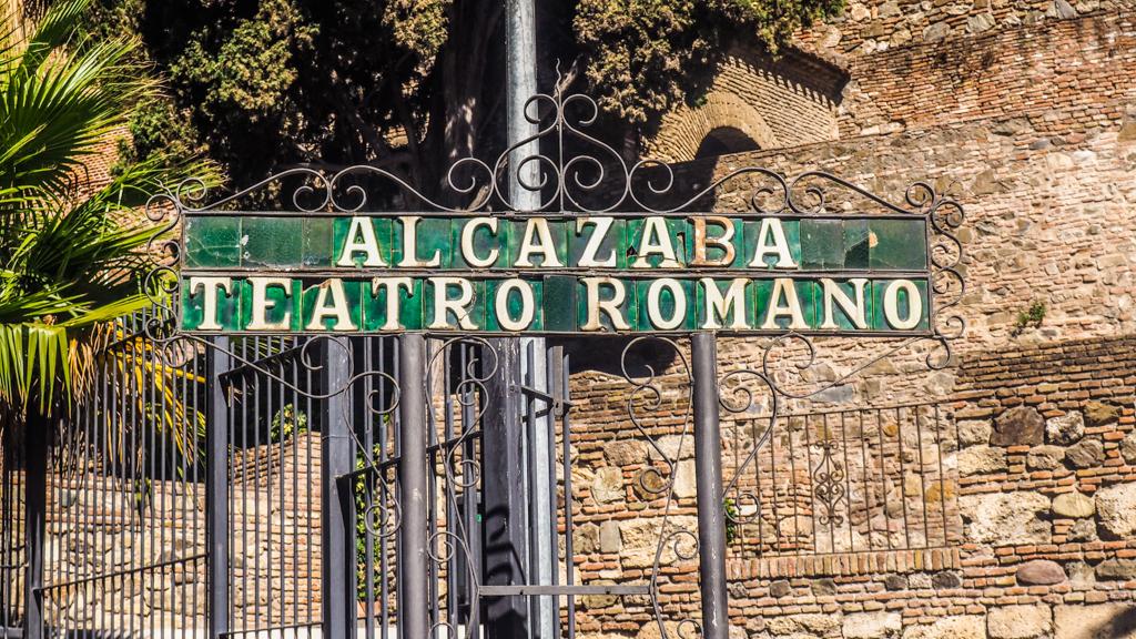 Alcazaba ad Teatro Romano green signpost in Málaga, Spain