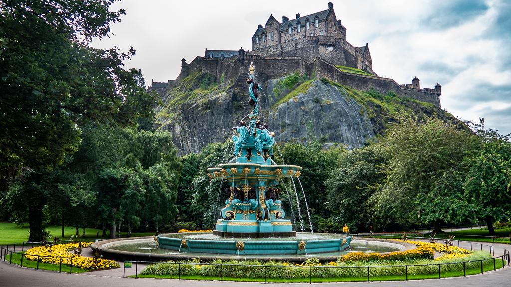 Edinburgh Castle and Ross Fountain in Princes Street Gardens in Edinburgh, Scotland
